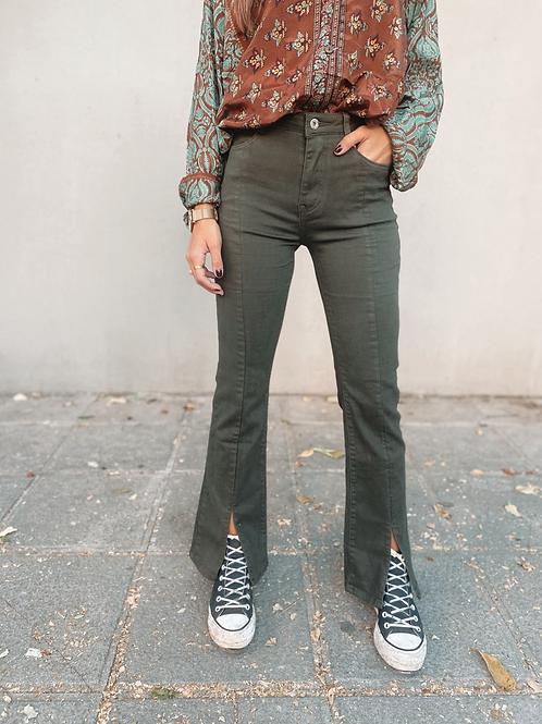 Pantalón verde abertura