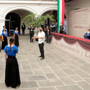Coro Estudiantil Esperanza Azteca realizó una presentación musical en Casa Aguayo