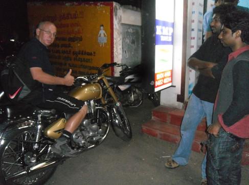 JC et la moto.jpg