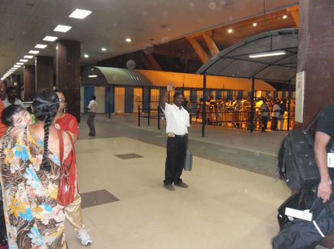 Adieu_de_Sathia_à_l'aéroport.jpg