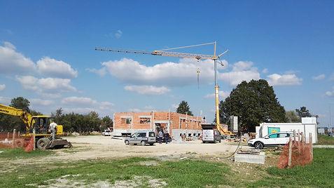 Finanzhilfevereinbarung für das Gebäudebau-Projekt die Anschaffung von Ausrüstung und die Mitarbeiterschulung unterzeichnet