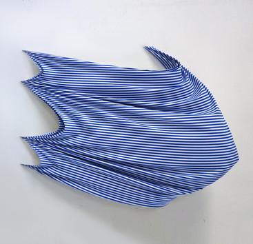 Flying canvas 2 Tela sintetica, microcemento y resina en bastidor 125 x 140 x 48 cm