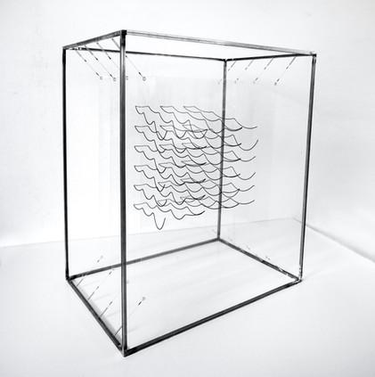 Waves Metacrilato, cadena metalica y hierro 84 x 70 x 54 cm