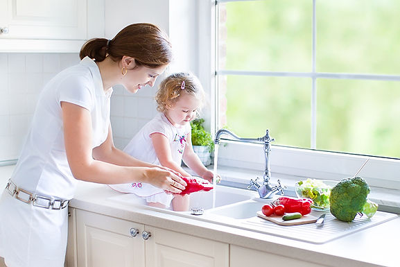 mom and child at sink, how to choose a new kitchen sink, choosing a new sink, buying a new kitchen sink, kitchen sink considerations, which sink is right for me, types of kitchen sinks