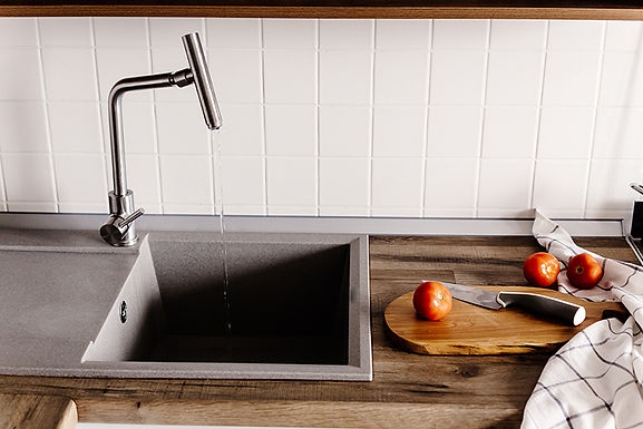 modern kitchen sink, how to choose a new kitchen sink, choosing a new sink, buying a new kitchen sink, kitchen sink considerations, which sink is right for me, types of kitchen sinks