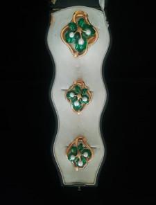 Set tre spille in oro, smalto e perle, Francia, 1850 ca.