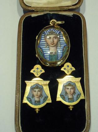 Parure in oro e smalto, Retour d,Egypte