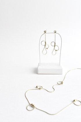 Circus - Boucles d'oreilles - Trois boucles et quatre perles de métal