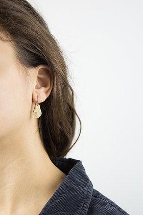 NU - Boucles d'oreilles - Main repliée