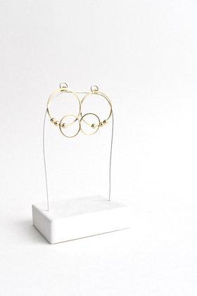 Circus - Boucles d'oreilles - Deux cercles asymétriques et trois perles de métal