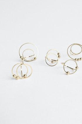 Circus - Bague - Deux cercles S et trois perles de métal