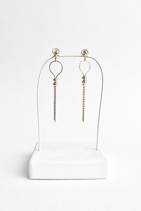 Circus - Boucles d'oreilles - Une boucle et deux perles et métal