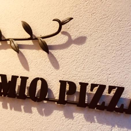 お店の名前はミオピッツァです