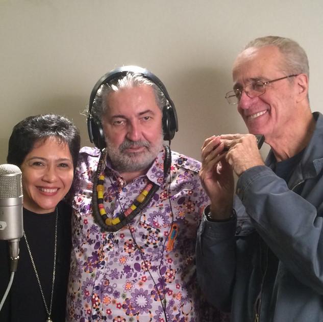 Moacyr Luz, Rildo Hora e Valéria Oliveira no estúdio Companhia dos Técnicos, Rio de Janeiro.