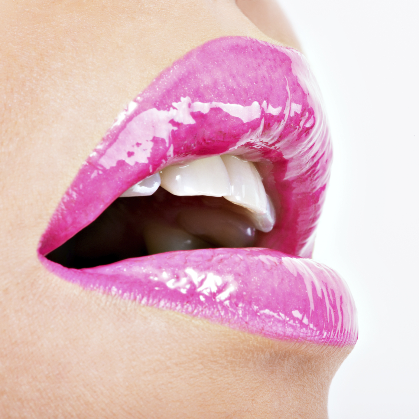 Closeup-Beautiful-female-lips-with-pink--lipstick-000050636466_Medium