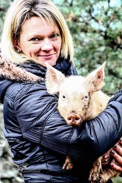 Isabelle. Les Cochons de la Cote d'Azur.jpg