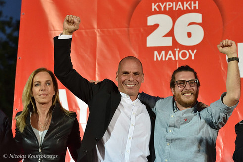 Yanis Varoufakis talks to supporters in Athens