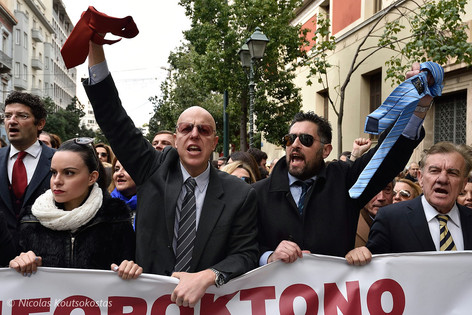 Greek lawyers protest against social security reforms