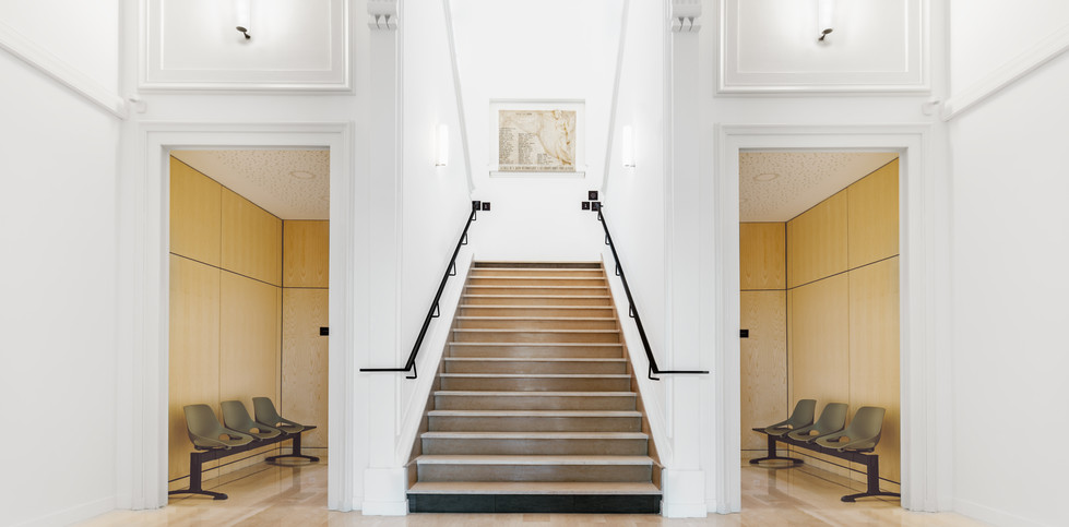 hall_bas_escalier.jpg