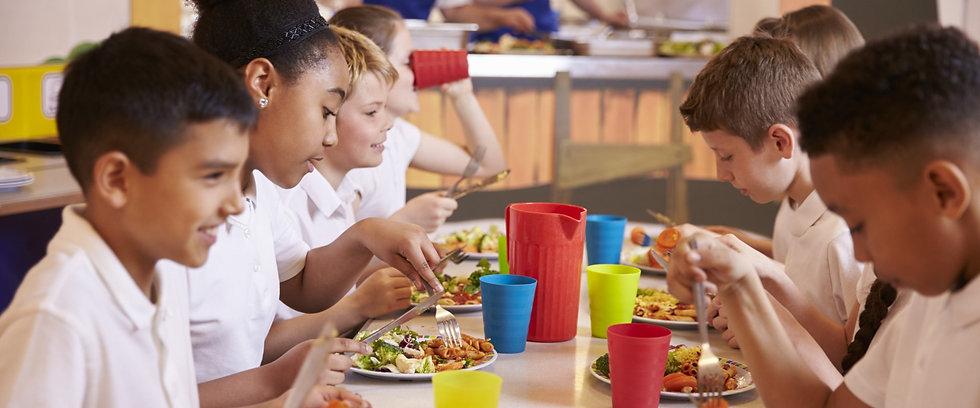 Children_eating_school_lunch.jpg