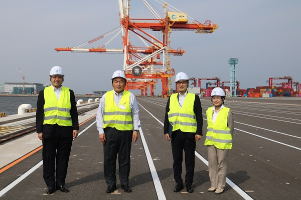 赤羽国交大臣と南本牧埠頭MC4ターミナル視察(2020年8月)