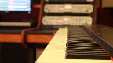 Studio-B2019-LO-18.png
