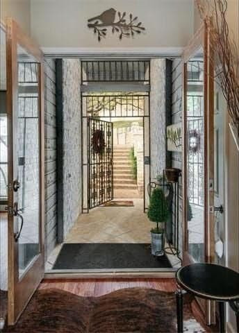 Staging a welcoming entrance