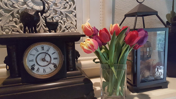 Mantle with a touch of spring