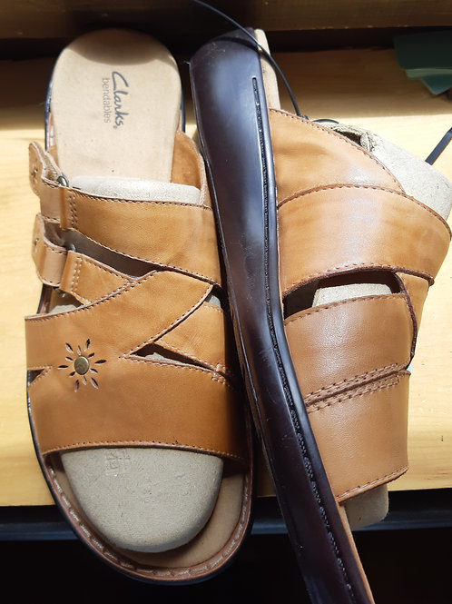 New! Clarks bendables