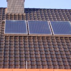Solaranlage zur Warmwasserbereitungmit Flachkollektor