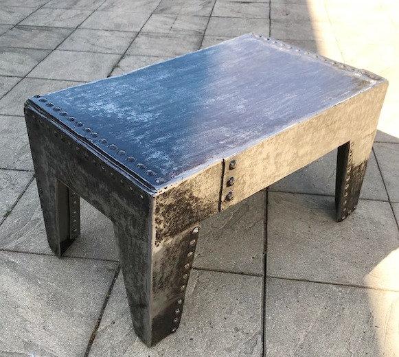 Petite table basse métal riveté rectangle