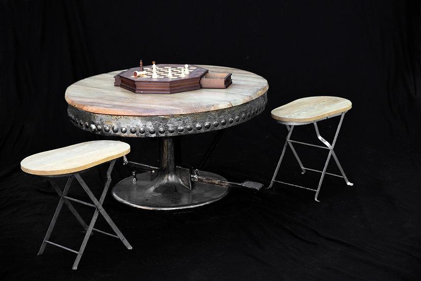 Table basse ronde métal riveté et plateau en noyer recyclés