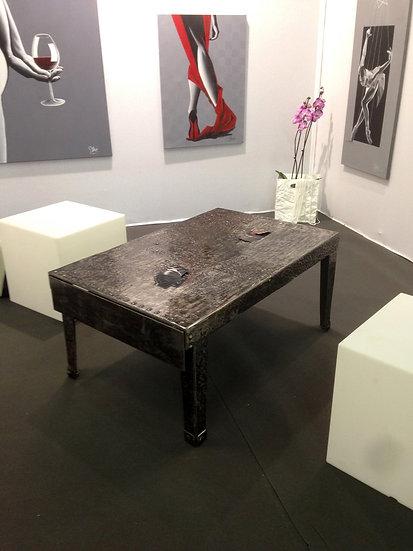 Table basse avec tiroir en bout en métal riveté recyclé