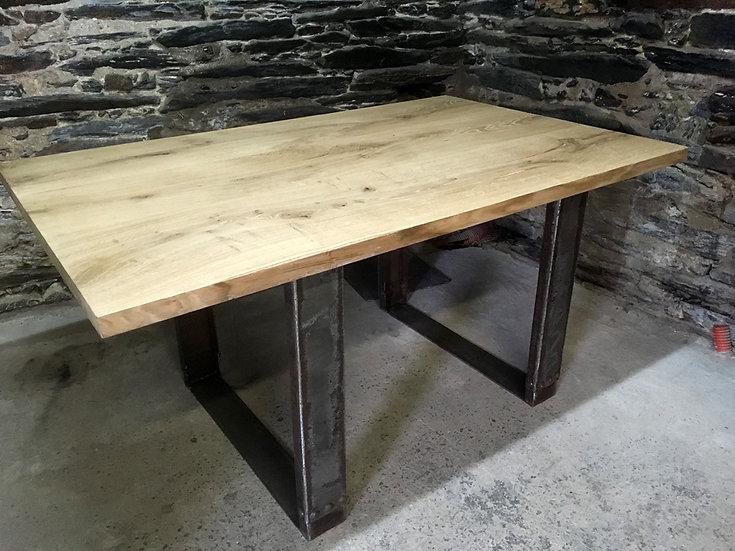 Table à manger plateauen chêne & pieds en métal recyclé