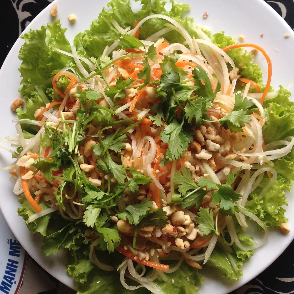 vegan papaya salad backpacking vietnam