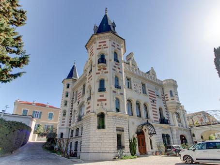 La vie de château dans un manoir du quartier huppé de Cimiez