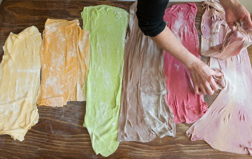 בצק פסטה בצבעים