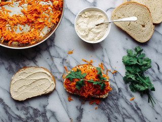 Spicy Carrot & Hommus Sandwich