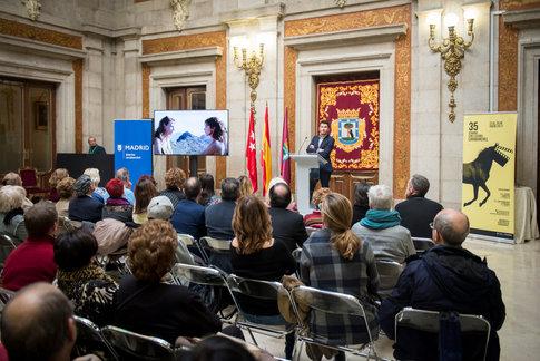 Organizado por el Movimietno asociativo de Carabanchel en el antiguo ayuntamiento de Madrid se celebró en 2017 la 35 edición de la semana del Cine de Carabanchel otorgando el premio de este año a la actriz Emma Suárez
