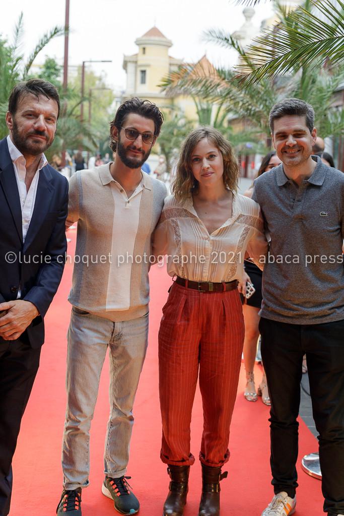 Samuel Le Bihan, Pierre Niney, Lou de Laâge et Yann Gozlan sur le tapis rouge du festival Cinéroman de Nice
