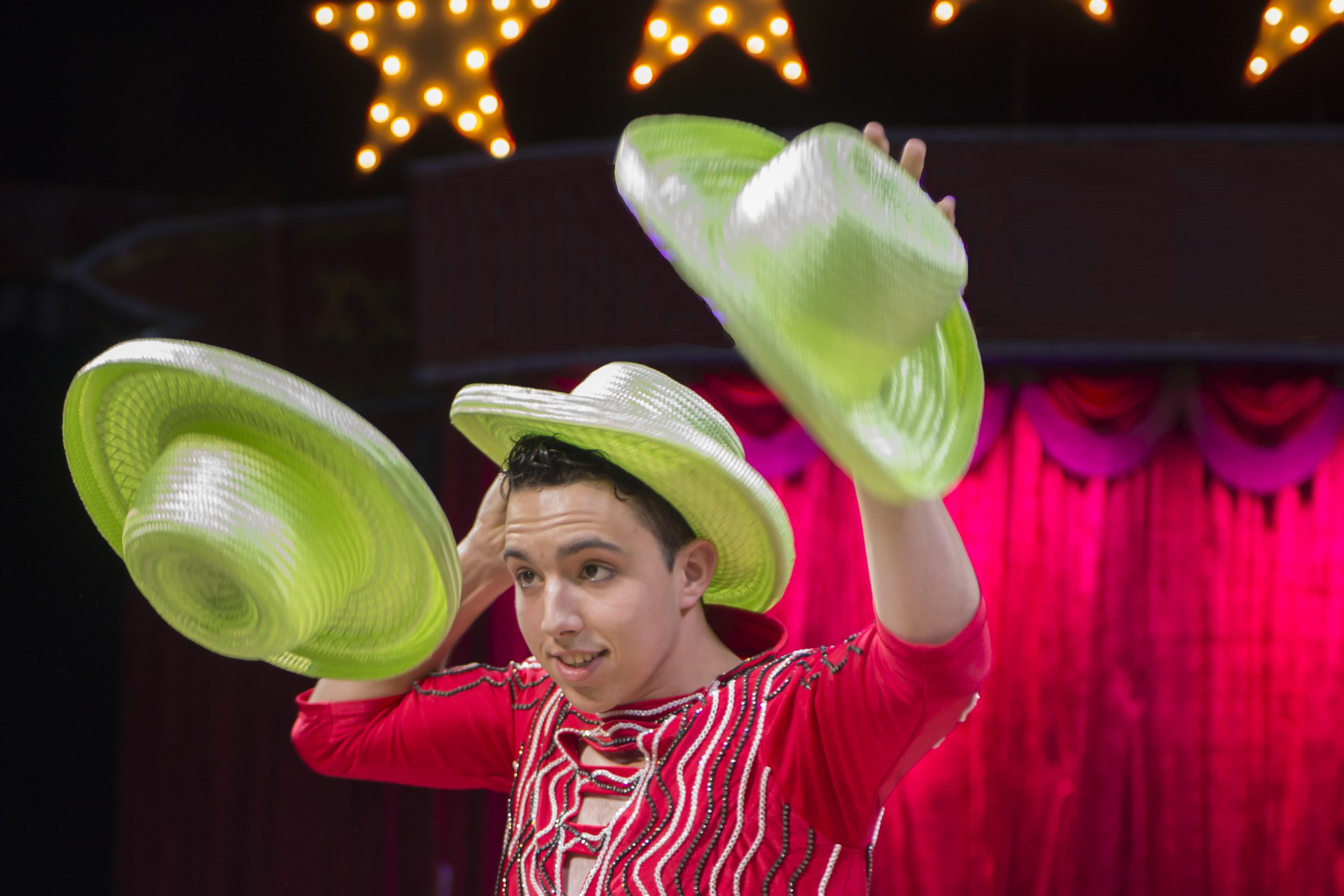 Raphael Hat Juggling