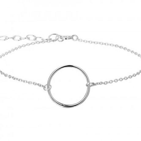 Zilveren armband met een open cirkel.