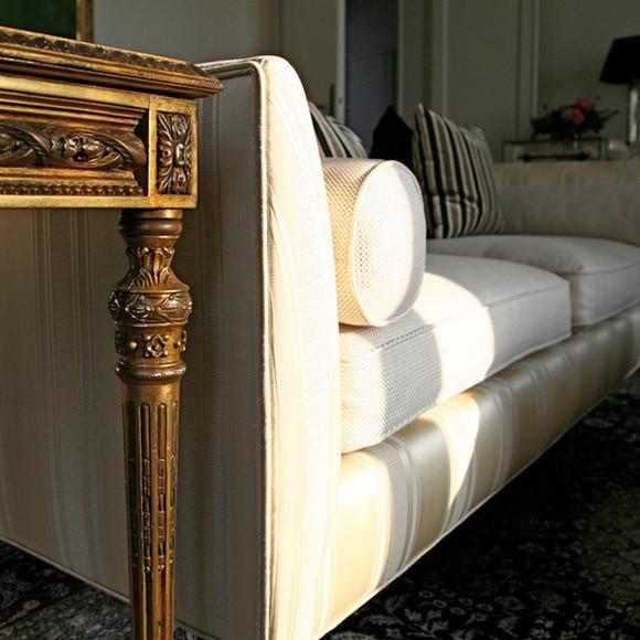 Paris - Sofa And Bijouterie Table