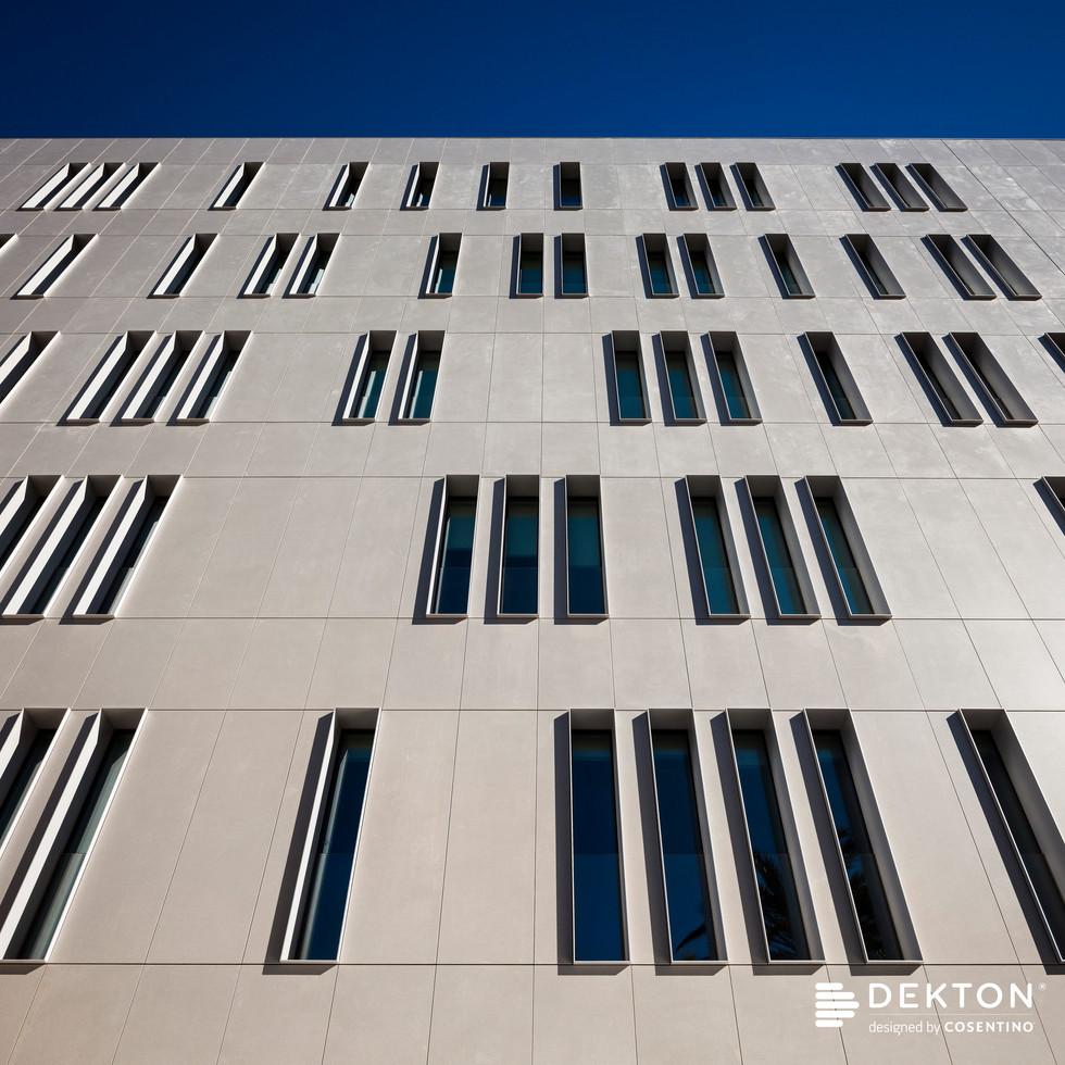 Fachada edificio Cajamar_Dekton Sirocco