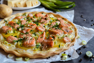 Quiche Stuffed with Salmon Fillet