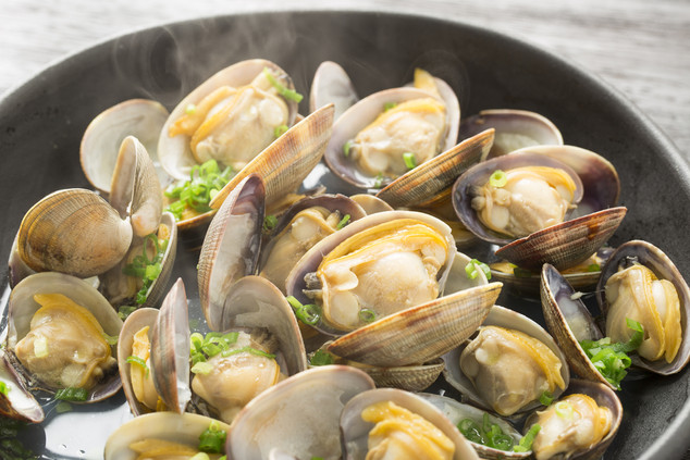 Garlic Butter Steamed Diamond Clams