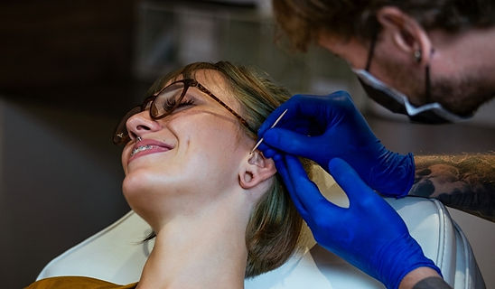 body-piercing-fazendo-aplicacao+ como tr