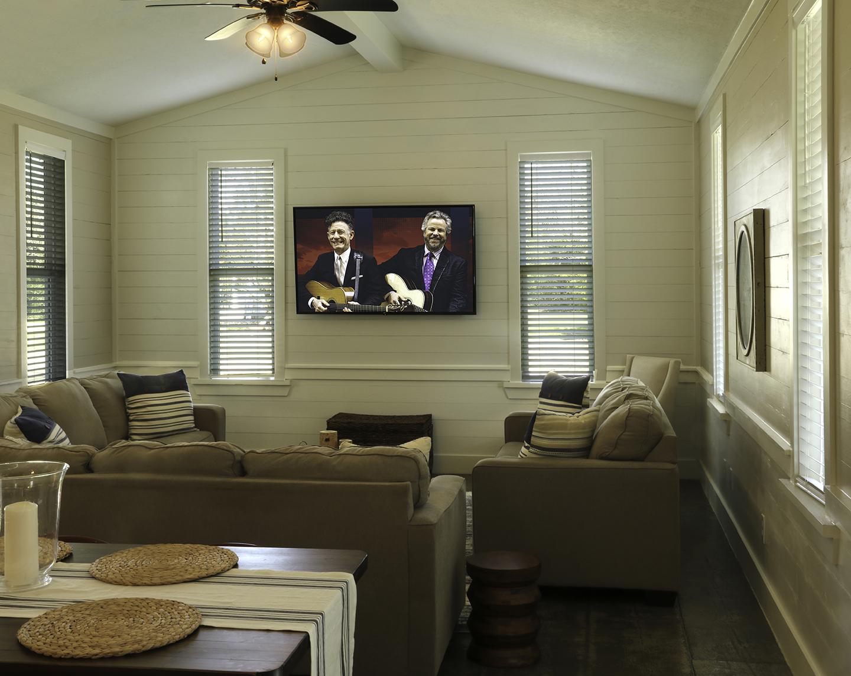 Oxford-LivingRm.w.TV
