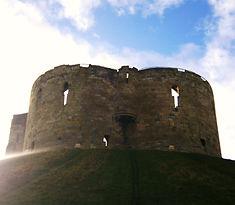 Йорк,  средневековые замки