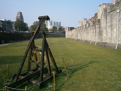 требучетов – средневековых метательных машин.
